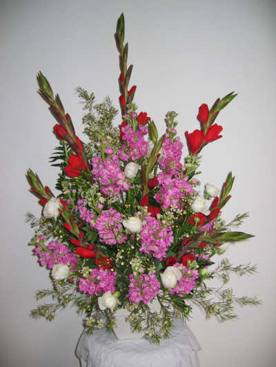 Flower Arranging Ideas Spring Flowers Pink Red Altar Flowers